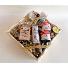 cesto regalo in legno con grappa al miele, miele, tisana - grande