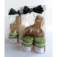 confezione regalo tagliere  in legno con 2 vasetti miele trentino